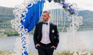 oformleniye stola molodozhenov na svad'bu